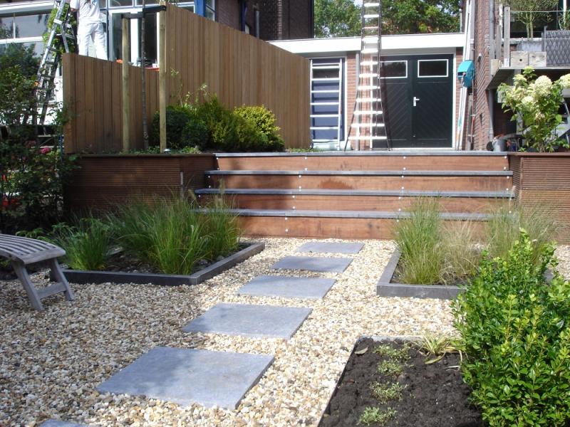 klus en tuin tuin met trap trappen met de tuin stock foto afbeelding